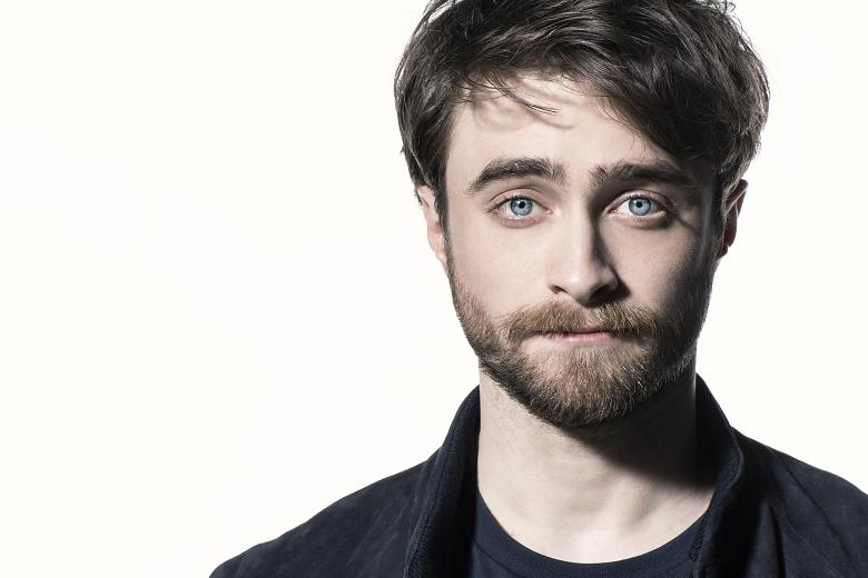 daniel-radcliffe-old-vic-2017-theatregold-face