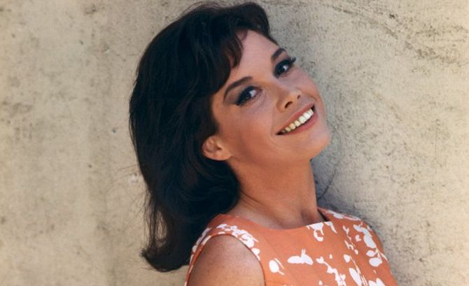 Mary-Tyler-Moore-theatregold