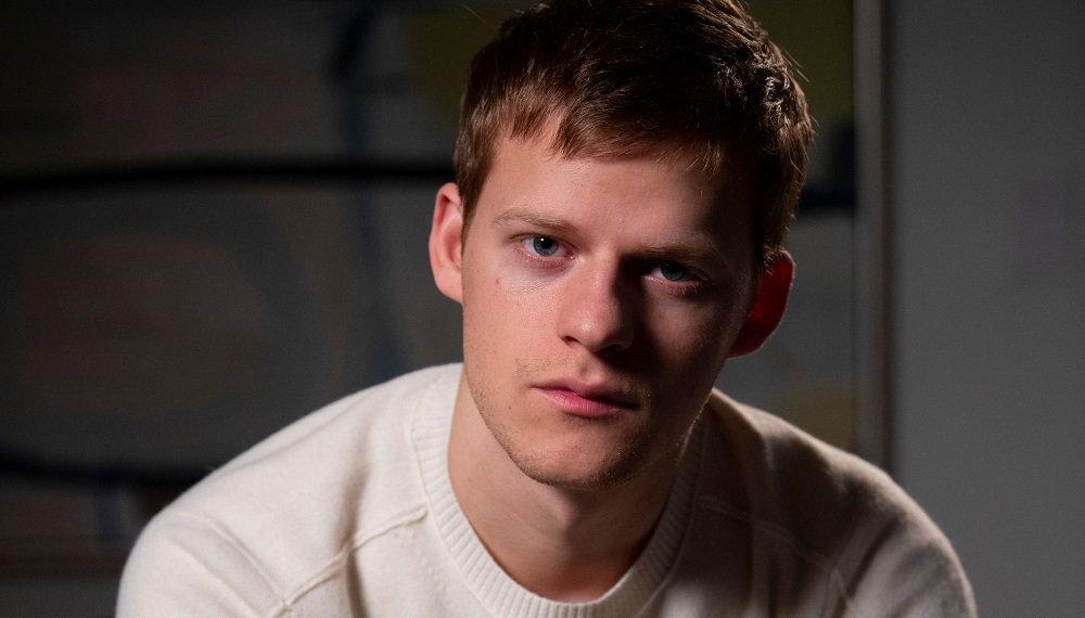 lucas-hedges-boy-eased-actor-theatregold